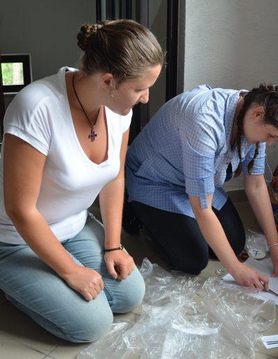 Ciężko pracująca Basia i Ania