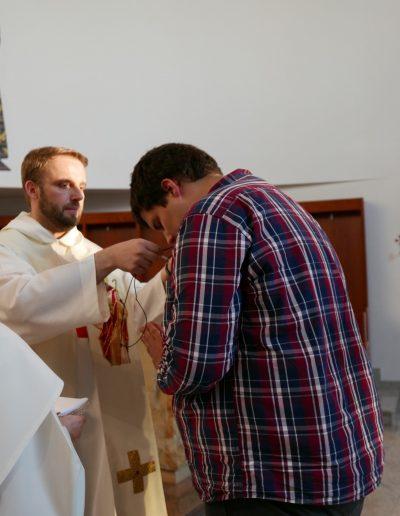 Zbyszek przyjmuje krzyż